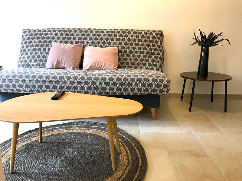 Le studio d'Antoine - salon avec canapé-lit
