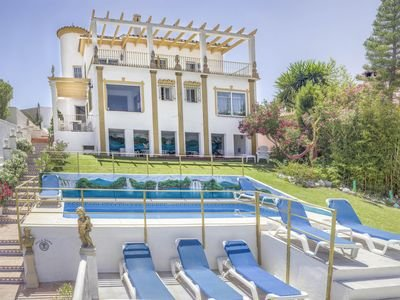 NO car needed.15 minutes walk to town.children wellcome.private pool.great views, alquiler de vacaciones en Benalmádena