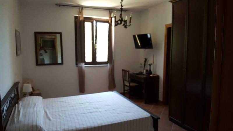 Podere la Starza  - Stanza dei pavoni, holiday rental in Vatolla