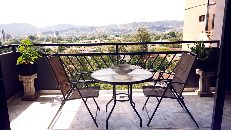 Balcony with spectacular views of the city