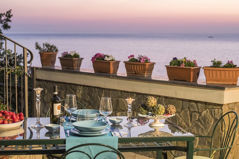 AMORE RENTALS - Villa Valentina with Private Swimming Pool, Sea View, Terrace an, holiday rental in Marina di Puolo