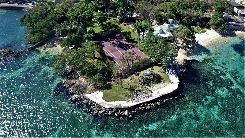 Where the Cliffs and the Beaches Meet, holiday rental in Westmoreland Parish