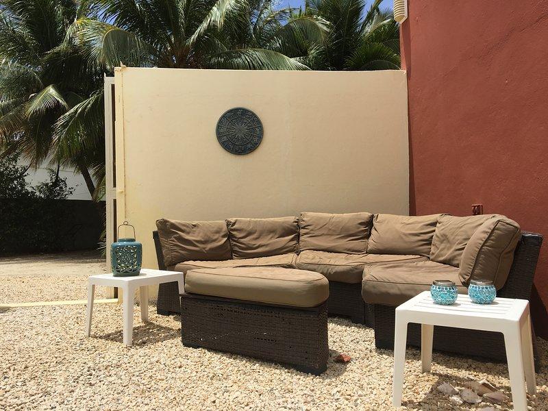 Lounge satt vid poolen