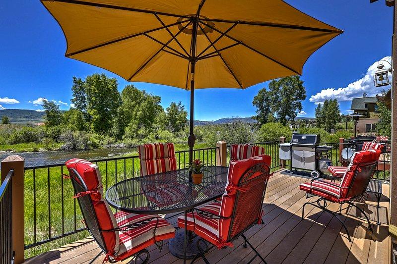 Luxury Cabin on Fraser River: Fish, Ski, & Enjoy!, holiday rental in Hot Sulphur Springs