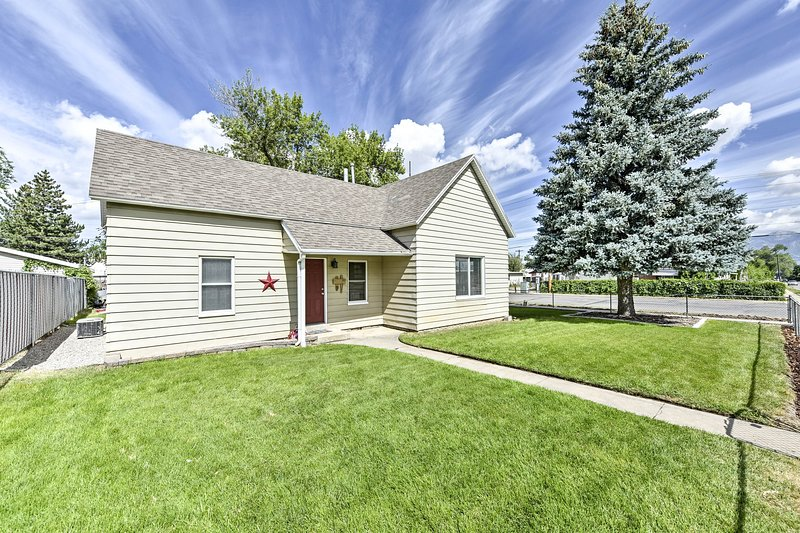 This beautiful 2-bed, 1.5-bath home hosts 7 guests.