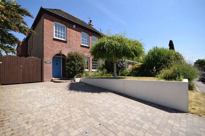 Blacksmiths Cottage, Bosham, holiday rental in Woodmancote