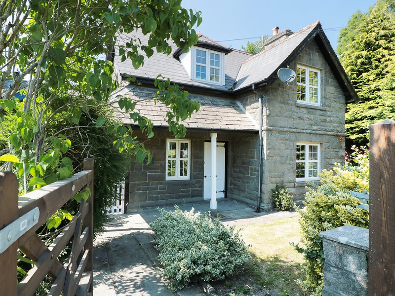 SCHOOL HOUSE, period features, near Builth Wells, casa vacanza a Cilmeri