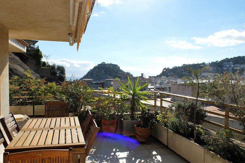 Bonito Apartamento con Gran terraza cerca de la playa, alquiler vacacional en Tossa de Mar