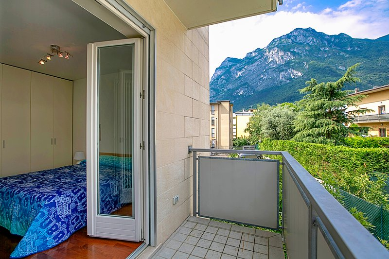 The master bedroom with balcony with view on the mountains - second balcony
