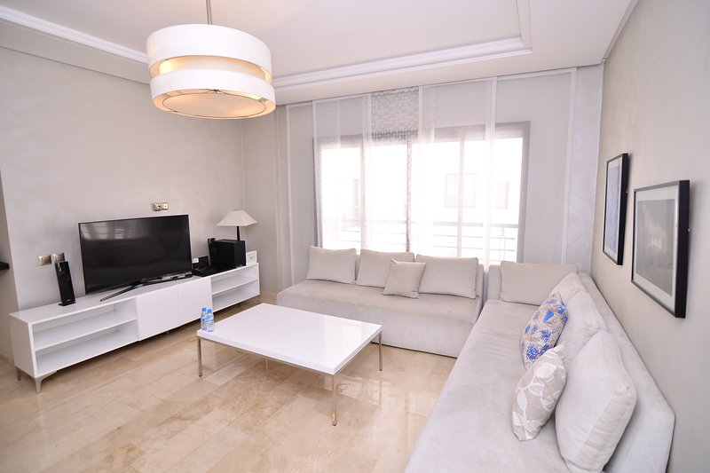 Superbe appartement en plein centre de Racine #25, holiday rental in Casablanca