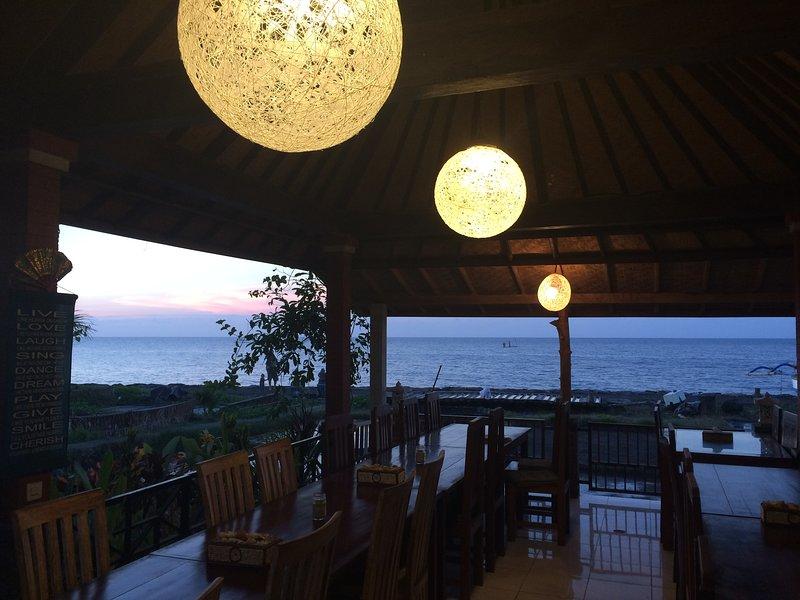 Ons restaurant op het strand, ontbijt inklusive