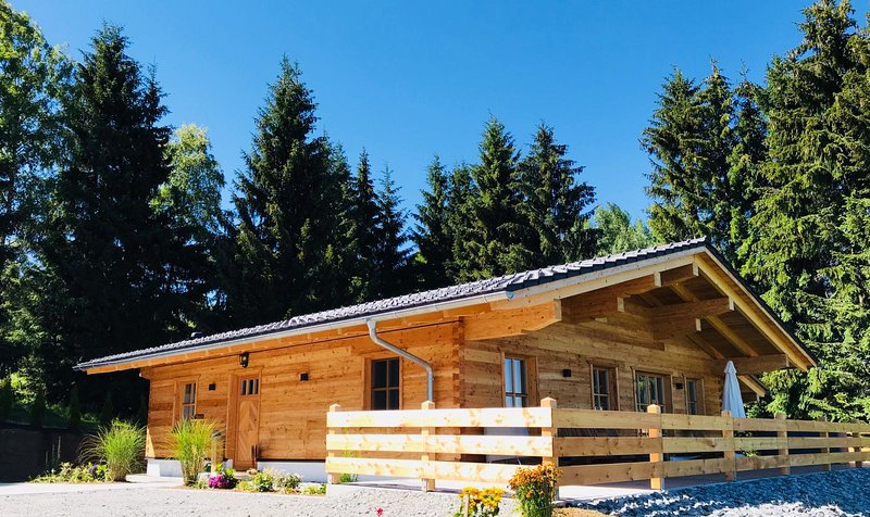 Neues exklusives Wohlfühl-Chalet mit Whirlpool und Sauna im Bayerischen Wald, vakantiewoning in Kvilda