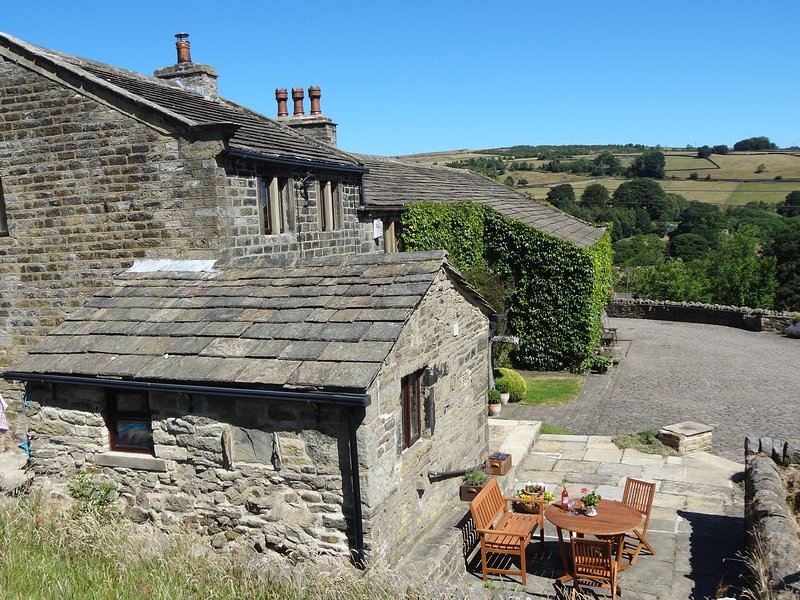 Swallow Cottage patio with stunning views