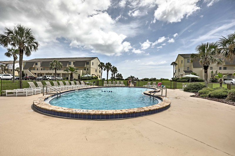 Enjoy the community amenities just steps from your back door!