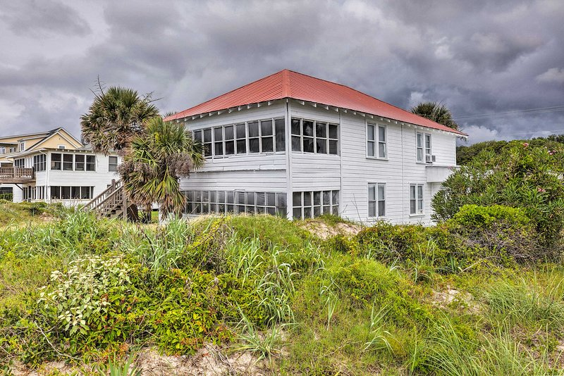 The property is minutes from great golf and fishing.
