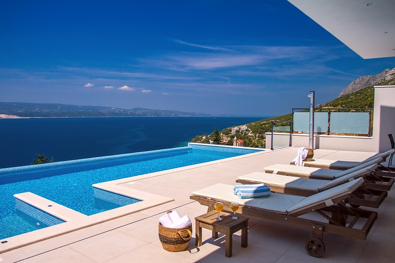 Private 44msq infinity pool and 8 comfortable lounge chairs