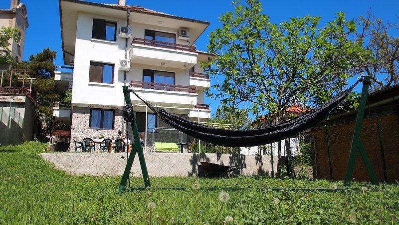 Villa Burkópolis - Sea View and Green Backyard, aluguéis de temporada em Sozopol