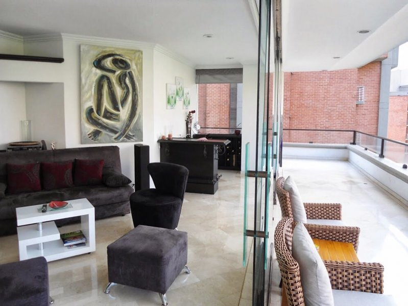 Wrap Around 3 Bedroom Elevator right into Apartment Provenza Area, vacation rental in Envigado