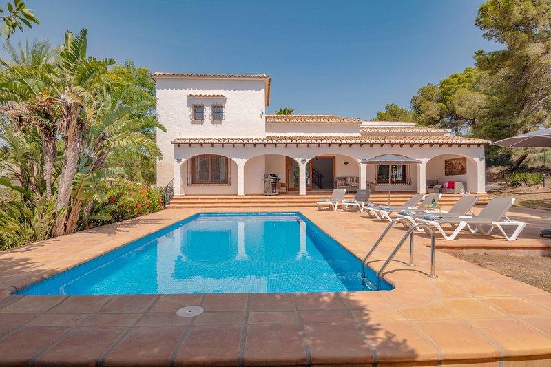 Views on the edge of the Mediterranean sea - a luxury holiday villa in Javea, holiday rental in Javea