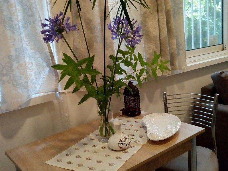 apartment for booking in athens -- passiflora garden house!!, vacation rental in Penteli