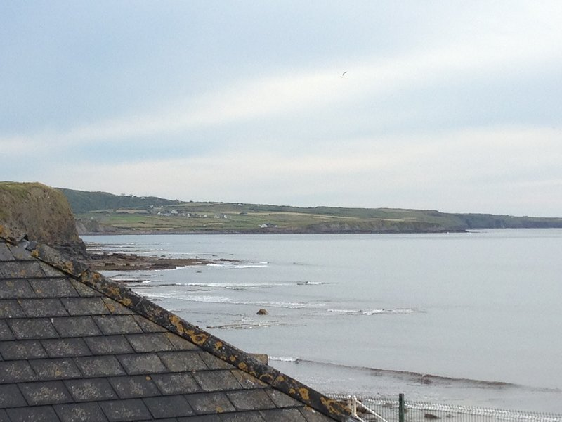 Relaxing holiday home 50 yards from beach and amazing sea views, holiday rental in Lahinch