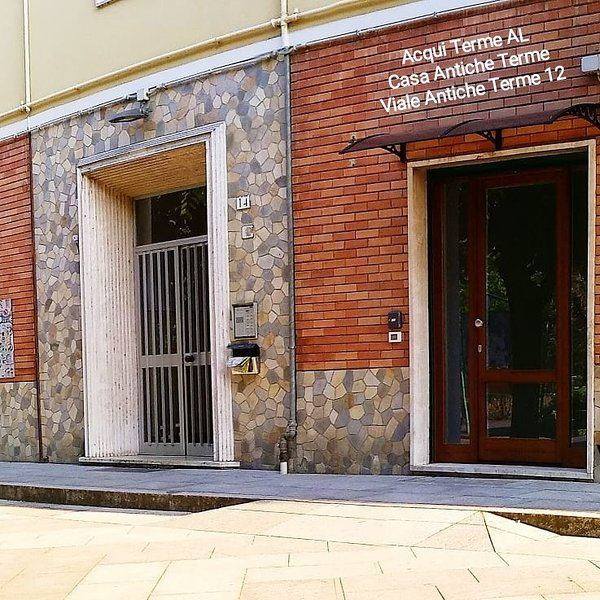Casa Antiche Terme.The autonomous entrance without barriers, armored in Viale Antiche Terme.