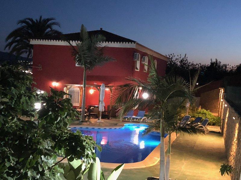 Villa Adelina cerca de mojacar playa con piscina, holiday rental in Turre
