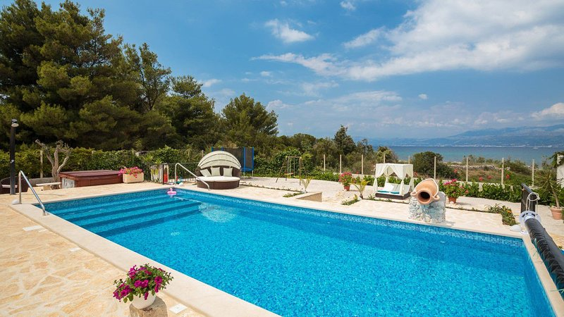 Villa Beach House – Waterfront villa in a peaceful bay of Mirca, Brac, vacation rental in Supetar