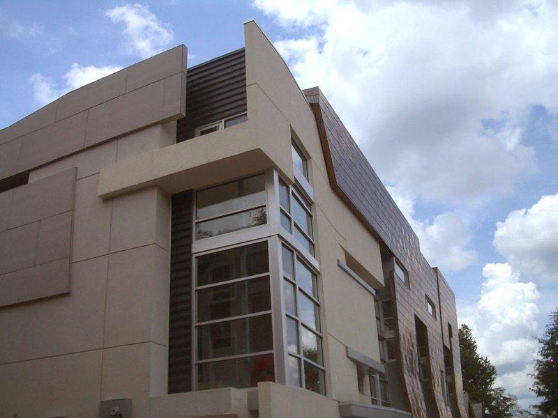 Modern Intown Poncey/Virginia Highland Executive Rental w/ Rooftop Deck, location de vacances à Scottdale