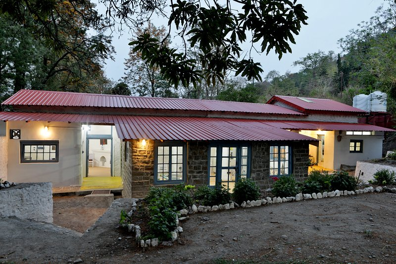 The Vergomont holiday home - a heritage bungalow, vacation rental in Haldwani