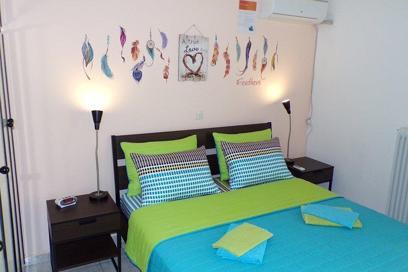 Master Bedroom: Queen size bed, A/C, 2 nightstands, closet