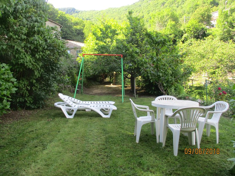 Location gîte Burzet, holiday rental in Usclades-et-Rieutord