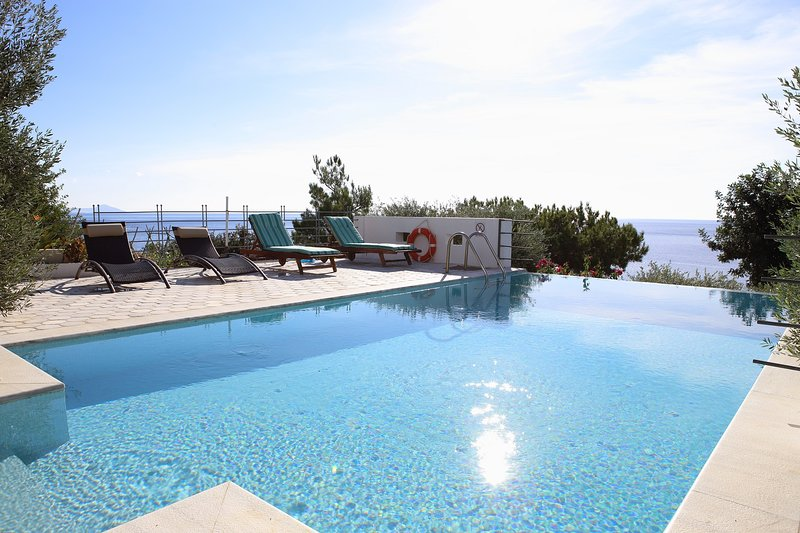 Euphoria south crete villas - Iliahtida, vacation rental in Koutsouras