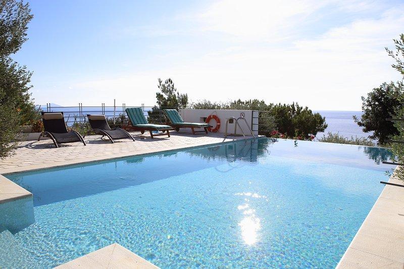 Euphoria south crete villas - Iliahtida, holiday rental in Achlia
