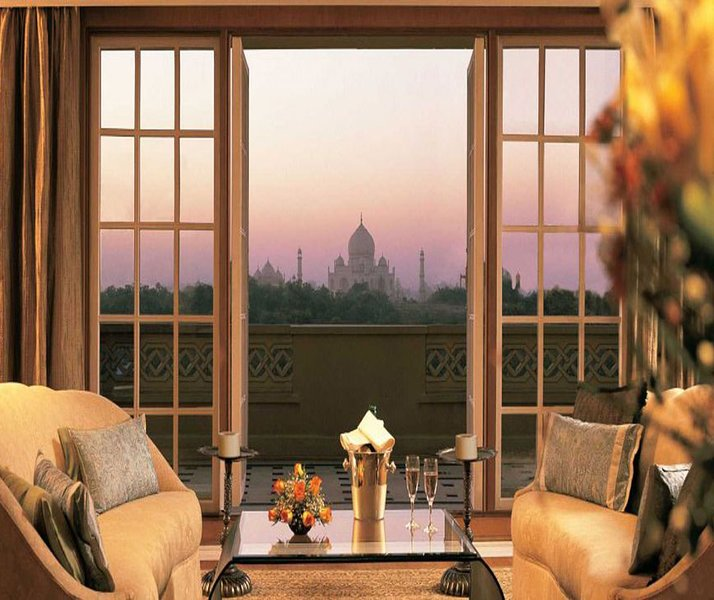 Taj View Penthouse (Guesthouse Room 2), Ferienwohnung in Agra