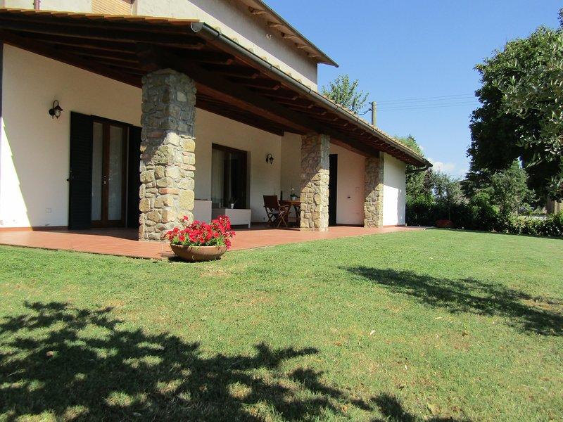 la macine con ampio portico e grande giardino, aluguéis de temporada em Monte San Savino