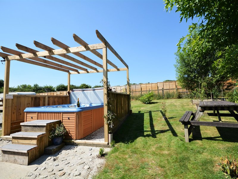 Fully enclosed garden,perfect for dogs