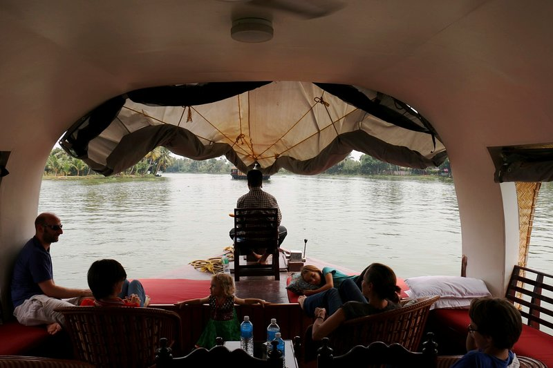 Discover Kerala-Kochin,Munnar,Alleppey/Kumarakom & House Boat. for 4 N 5 D, holiday rental in Athani