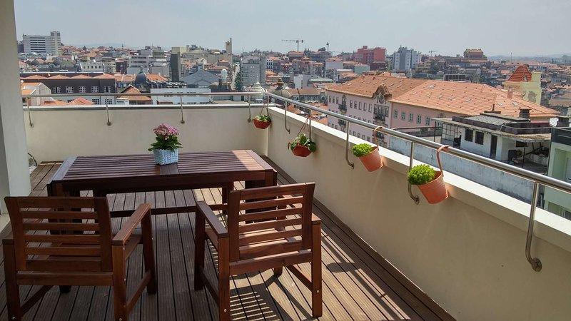 Große Terrasse mit herrlicher Aussicht