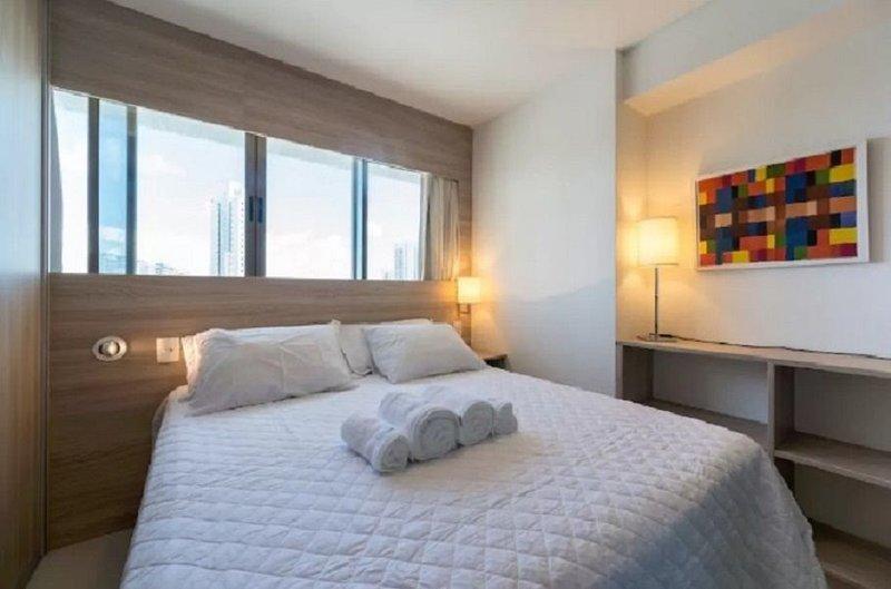 NOB1804 Excelente Flat em Boa Viagem com dois quartos, no Bristol. Ideal para fa, holiday rental in Recife