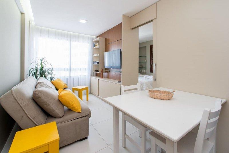 PM805 Excelente flat em Boa Viagem para até quatro pessoas, cercado de restauran, holiday rental in Recife