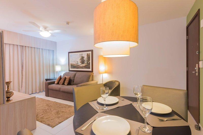 NOB2105 Excelente Flat em Boa Viagem com dois quartos, no Bristol. Ideal para fa, holiday rental in Recife