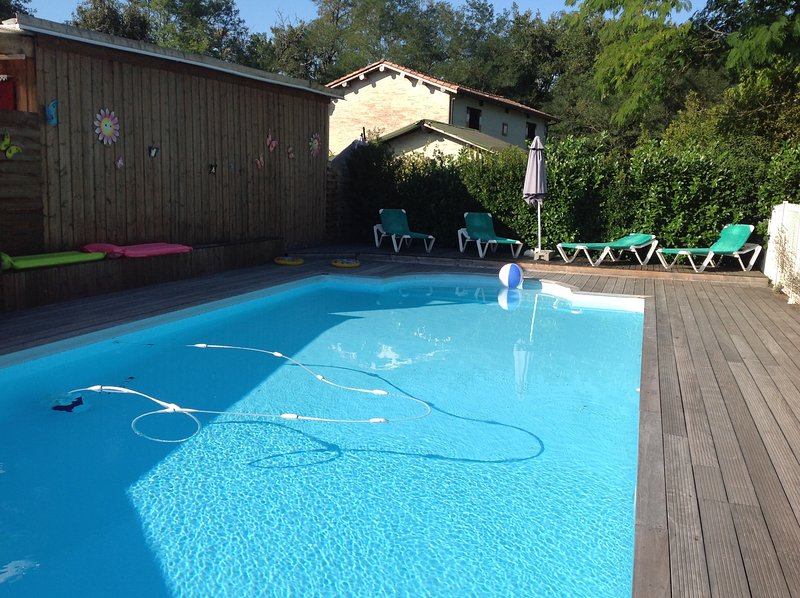 Amazing house with pool access, casa vacanza a Mano