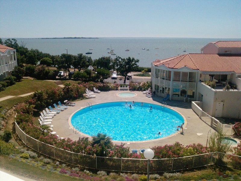 Amazing apartment with shared pool, location de vacances à Fouras