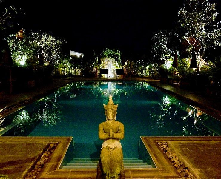 Enchanted Garden Bungalow #7-Beside Salt Water Swimming Pool, holiday rental in San Kamphaeng