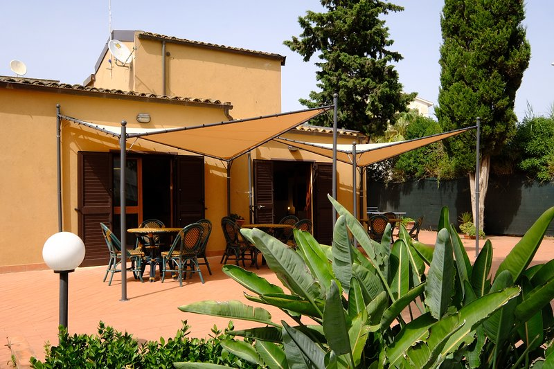 Emporium Guest House, vacation rental in San Leone