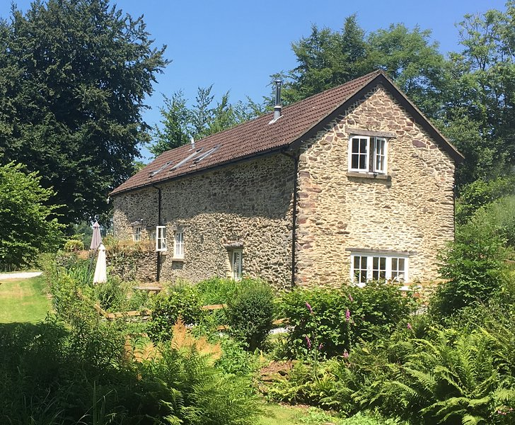Toads Breech Holiday Cottage near Dulverton, vacation rental in Exmoor National Park
