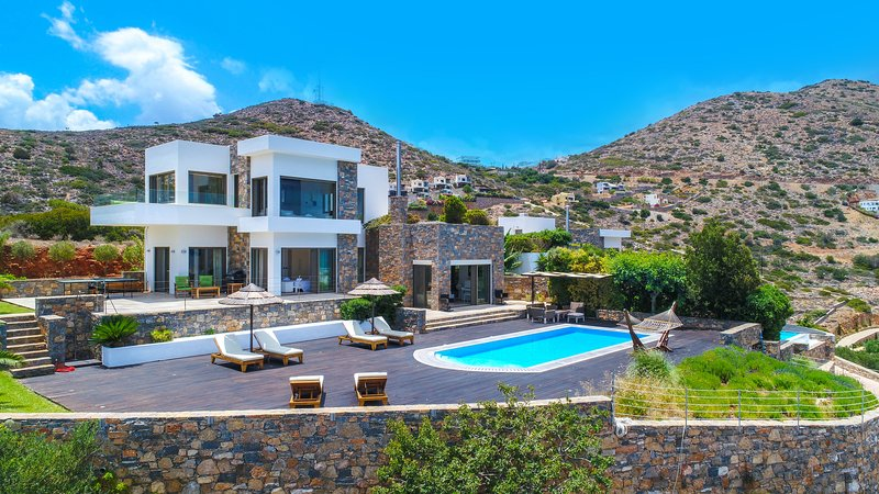 White Luxury VIP Villa, Elounda Crete, alquiler vacacional en Elounda