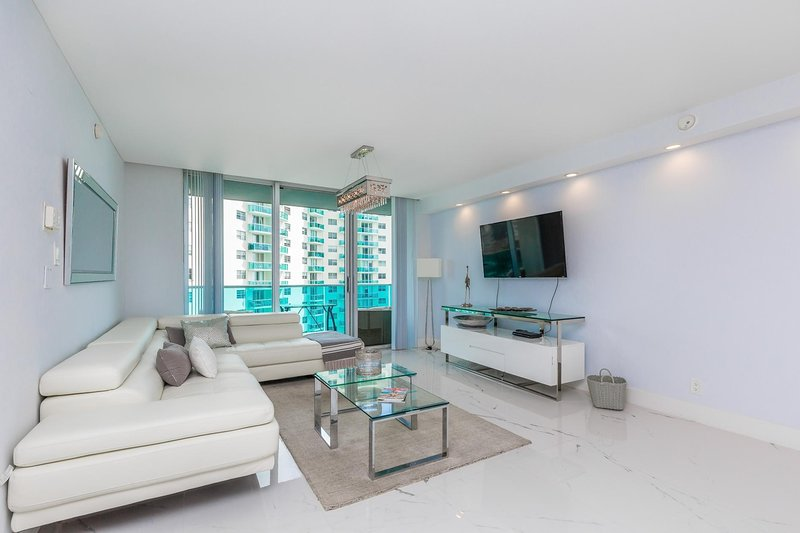 Miami - Hollywood Beach with direct ocean view at Sian for 6 guests, holiday rental in Hallandale Beach