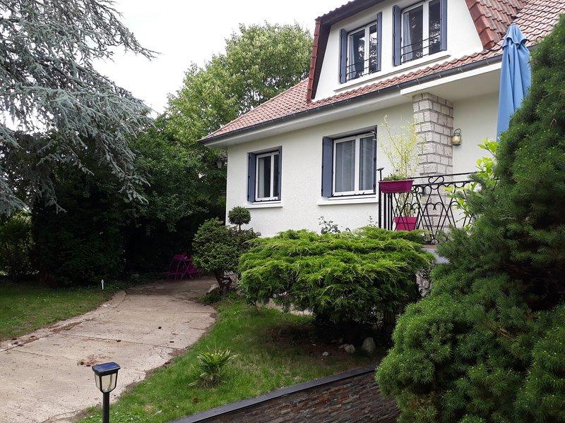 Appartement refait a neuf a 2 min de la foret de fontainebleau, holiday rental in Arbonne-la-Foret